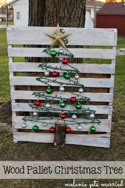 pallet christmas tree it in the mitten wood pallet christmas tree