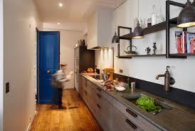 cuisine dans loft gain de place une cuisine xavie z dans l entrée inspiration cuisine
