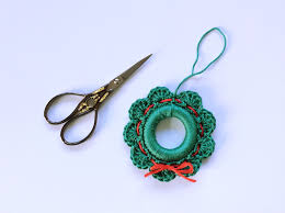 a christmas wreath u2013 free crochet pattern u2013 made with loops