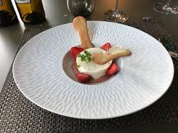 feve cuisine cotta a la feve de tonka fraises de l albret a la rhubarbe