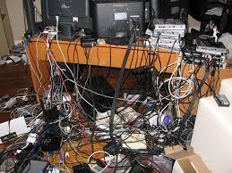 messy pc room cables recherche google geek hacking pinterest