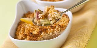 cuisine rhubarbe crumble de rhubarbe facile et pas cher recette sur cuisine actuelle