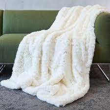 plaids fausse fourrure pour canapé plaid fausse fourrure blanc