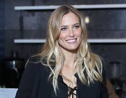 haircuts and color that flatter women in their fourties flattering haircuts for women in their 30s bronde hair hot hair