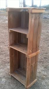 Wood Bookshelf Plans by Rustic Bookshelf Out Of Pallets Wood 101 Pallets