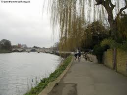 thames river running routes the thames path richmond hton court