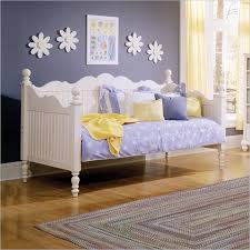 White Wooden Daybed White Wooden Daybed White Wood Daybed With Trundle Pottery Barn