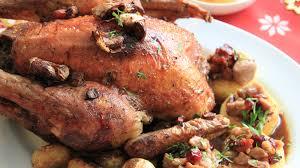 cuisiner un coq au four recette coq de noël farci et ses pommes aux marrons recette plat