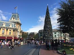 disneyland in november best worst days to go is it packed