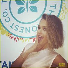 jessica alba chops off her hair see new bob haircut photo