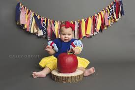 baby s first halloween costume this baby u0027s snow white themed smash cake photo sesh is a dream