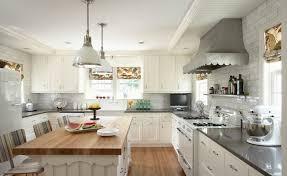 White Island Dark Butcher Block Top Design Ideas - White kitchen cabinets with butcher block countertops