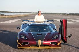 koenigsegg doors koenigsegg agera rs beats bugatti chiron in 0 249 0 mph run photo
