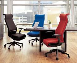 choosing ergonomic office chair for more efficient workplace