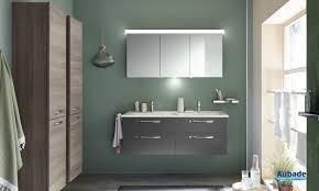 salle de bain aubergine et gris meuble salle de bains fuchsia brillant essento espace aubade