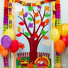 sweet idea for decorating the class door for fall and thanksgiving