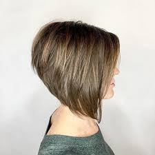 diy cutting a stacked haircut high stacked aline bob this haircut ticks all the boxes