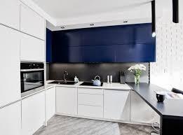cuisine blanche plan de travail noir plan de travail cuisine 50 idées de matériaux et couleurs