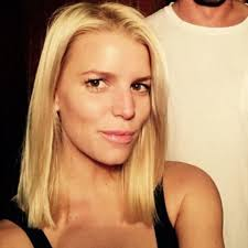 jessica simpson u0027s new shorter haircut and blonder hair color glamour