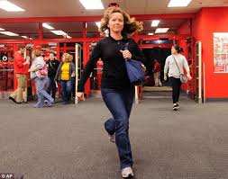 black friday target crowds black friday 2012 nothing puts off shoppers as us goes crazy for