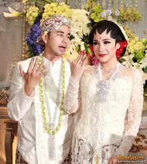 wedding dress nagita slavina suami istri baru nagita slavina raffi gelar konferensi pers