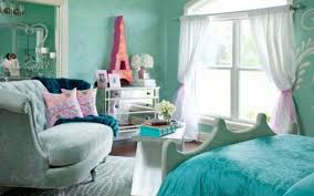 girls bedding and curtains blue wall theme and white fabric curtains on the hook connected by
