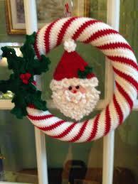 crocheted wreath santa wreath https www ilikecrochet com