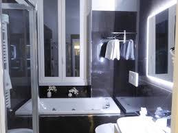 chambre avec bain a remous salle de bain de la chambre supérieure avec et bain à