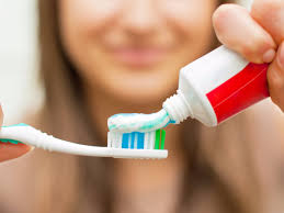 toothpaste whitening the 5 best whitening toothpastes according to a cosmetic dentist