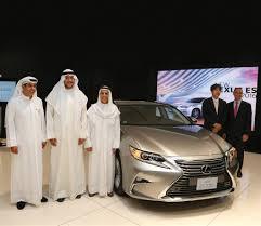 lexus cars kuwait lexus introduces the es 2016 al ostoura magazine