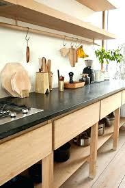 organisation du travail en cuisine rangement coulissant sous evier cuisine cuisine rangement coulissant
