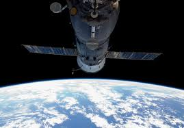 expedition 41 blazes fiery trail across the atmosphere before