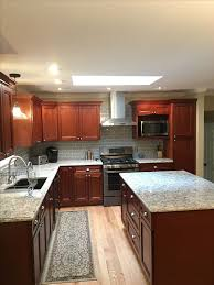 kitchen ideas cherry cabinets best 25 cherry cabinets ideas on cherry kitchen