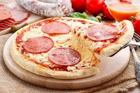 cuisine italienne pizza cuisine italienne pizza avec le salami image stock image du