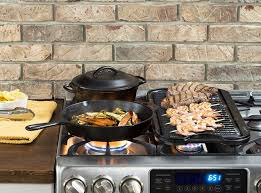 amazon com lodge l2sp3 cast iron serving pot pre seasoned 2