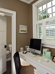 the paint on the walls is virtual taupe 7039 by sherwin williams
