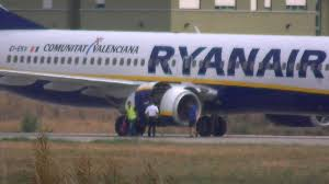 repair of a boeing 737 800 ryanair with an engine problem at pisa