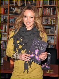 hilary duff engagement ring hilary duff book signing at glendale borders photo 2500319
