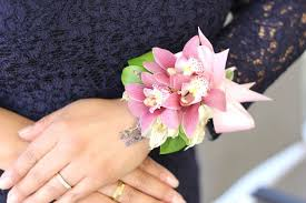How To Make A Corsage Wristlet What Wrist Do You Wear A Corsage With Pictures Ehow