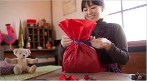 how to use tissue paper in a gift box 6 if a present is oddly shaped try to a href http www
