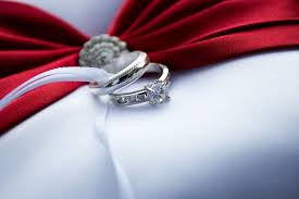 buy wedding rings how to buy an engagement ring 10 must dos before buying