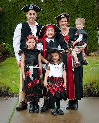 halloween costumnes 47 fun freaky and fantastic family halloween costumes huffpost