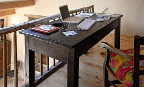 se d arrasser d un canap diy restauration d une table de ferme en bois