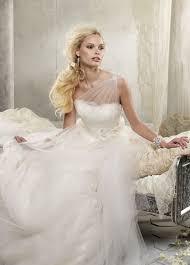 alvina valenta wedding dresses alvina valenta 2012 bridal collections one shoulder tulle