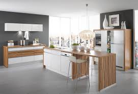 weiße küche mit holz 41 moderne küchen in eiche helles holz liegt im trend küche aus
