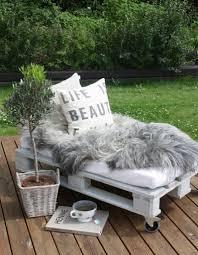 lit avec des palettes la palette en bois dans tous ses états elle décoration