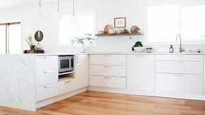 parquet cuisine ouverte cuisine blanche et bois génial parquet cuisine ouverte mur en