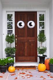 how to make easy halloween decorations at home 50 easy halloween decorations spooky home decor ideas for halloween