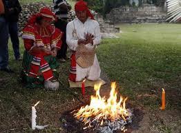 imagenes de rituales mayas los mayas recibieron nueva era con un ritual de fuego ecología