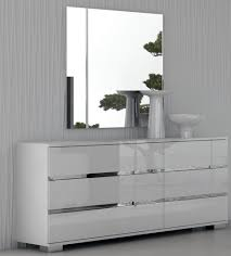 high gloss bedroom furniture for the style conscious individuals